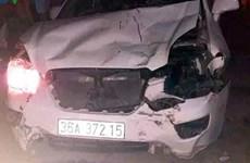 Xe ôtô mất lái lao vào hàng loạt xe máy làm 4 người thương vong