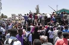 [Video] Người dân Sudan đổ ra đường ăn mừng Tổng thống Bashir từ chức