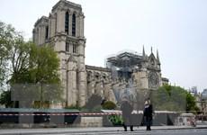 Pháp dựng một thánh đường tạm thời ở sân trươc Nhà thờ Đức Bà