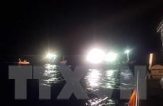 Khẩn trương tìm kiếm 2 thuyền viên bị rơi xuống vùng biển Cà Mau