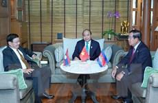 Thủ tướng Nguyễn Xuân Phúc gặp gỡ người đồng cấp Lào, Campuchia
