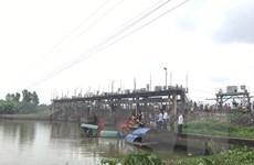 Thuyền đánh cá bị cuốn vào cống thủy điện, 2 bà cháu mất tích