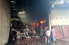 Bangladesh: Nhà máy dệt bốc cháy dữ dội khiến nhiều người thiệt mạng
