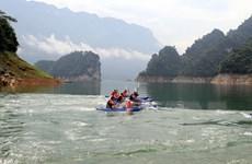 """Sôi động hội đua thuyền Kayak ở 'Hạ Long cạn"""" Tuyên Quang"""