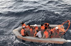 Tàu chở dầu chìm gần huyện đảo Cồn Cỏ, 4 thuyền viên được cứu