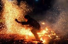 [Video] Kinh ngạc lễ hội nhảy lửa của các chàng trai Pà Thẻn