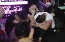 Đột kích quán karaoke lúc nửa đêm, bắt quả tang một 'đại tiệc' ma túy