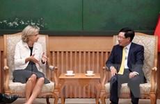 Phó Thủ tướng Phạm Bình Minh tiếp Chủ tịch Vùng Ile-de-France