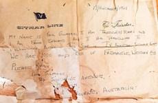 Ngư dân Australia tìm cậu bé viết bức thư trong chai cách đây 50 năm