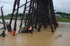 Cây cầu gỗ dài nhất của Thái Lan có nguy cơ bị sập đổ do mưa lũ