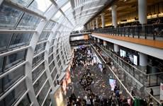 Sân bay Hong Kong đóng cửa, cổ phiếu Cathay Pacific Airways chạm đáy