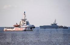 Tây Ban Nha cho phép tàu nhân đạo cùng người di cư cập cảng
