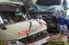 Phú Thọ: Xe ôtô tải đâm vào xe khách, 6 người bị thương nặng