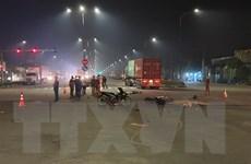 Xe máy va chạm với xe đầu kéo, một phụ nữ tử vong tại chỗ