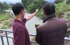 Hàng trăm hộ dân 'sống trong sợ hãi' do bờ sông Đạ Quay sạt lở