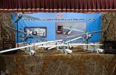Iran giới thiệu máy bay không người lái, xe bọc thép tự chế tạo