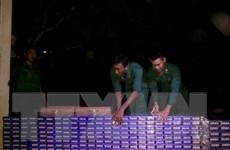 Mật phục trong đêm, thu giữ 5.000 gói thuốc lá ngoại nhập lậu