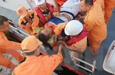 Cứu kịp thời ngư dân gặp tình huống khẩn cấp trên biển Trường Sa