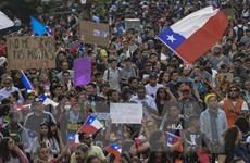 Chile: Hơn 80.000 người biểu tình yêu cầu Tổng thống Pinera từ chức