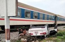 Nghệ An: Tàu hỏa đâm ôtô 4 chỗ lật ngửa, nữ tài xế tử vong tại chỗ