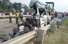 Xe chở đoàn đón dâu đâm vào xe khách, ít nhất 10 người thiệt mạng