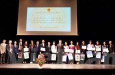Khuyến khích truyền thống hiếu học trong thế hệ trẻ người Việt tại Séc