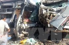 Bình Phước: Xe container đấu đầu xe khách, 4 người thương vong