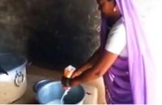 Trường tiểu học ở Ấn Độ bị phát hiện pha loãng sữa của học sinh