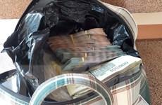 Chủ quán cơm phát hiện một chiếc túi chứa 280 triệu đồng để quên