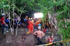 Vụ tai nạn xe buýt tại Indonesia: Nhiều người vẫn mắc kẹt và mất tích
