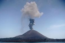 Indonesia: Núi lửa Anak Krakatau phun tro bụi cao hơn 2.000m