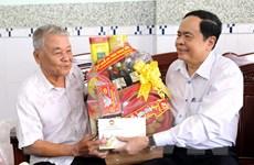 MTTQ tặng quà gia đình chính sách, hộ nghèo tại tỉnh Sóc Trăng 