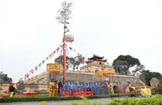 Gìn giữ phong tục dựng cây nêu ngày Tết cầu quốc thái dân an