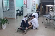 Xe máy lao vào những người cao tuổi đi bộ khiến 4 người nhập viện
