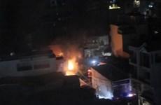 Nhà trong hẻm bốc cháy lúc nửa đêm khiến nhiều người hoảng loạn