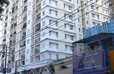 Hỗ trợ cư dân khi tháo dỡ công trình vi phạm ở chung cư Khang Gia