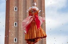 ''Thiên sứ bay'' lộng lẫy mở màn lễ hội Carnival Venice ở Italy