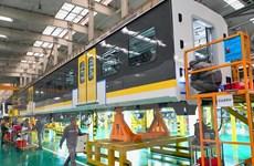Sản lượng công nghiệp Trung Quốc giảm lần đầu tiên trong 30 năm