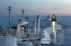 Đầu tuần, giá dầu ngọt nhẹ Mỹ giảm xuống dưới 15 USD mỗi thùng