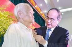 TP.HCM: Trao huy hiệu Đảng cho 2.420 đảng viên nhân dịp sinh nhật Bác