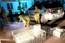 Tạm giữ ôtô vận chuyển 12.500 bao thuốc lá điếu nhập lậu