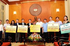 Tiếp nhận 6,1 tỷ đồng ủng hộ miền Trung chống dịch COVID-19