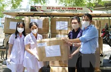 TTXVN trao khẩu trang N95 và đồ bảo hộ y tế cho thành phố Đà Nẵng