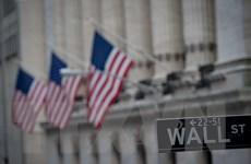 Phố Wall đi xuống bất chấp giá trị vốn hóa của Apple đạt mức kỷ lục