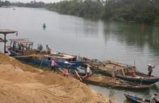 Bắt quả tang 2 phương tiện khai thác cát trái phép trên sông Tiền