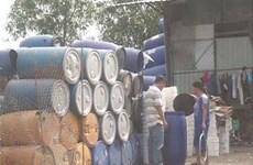 Phát hiện cơ sở tái chế thùng phuy, can nhựa nhiễm hóa chất nguy hại