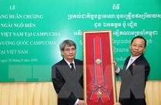 Campuchia truy tặng Huân chương Mahasena cho nguyên Đại sứ Ngô Điền