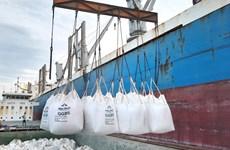 Việt Nam lần đầu tiên xuất khẩu xỉ hạt lò cao nghiền mịn S95