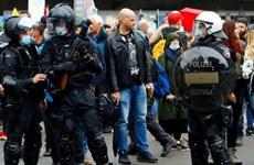 Dịch COVID-19: Cảnh sát Thụy Sĩ giải tán lễ hội đường phố trái phép