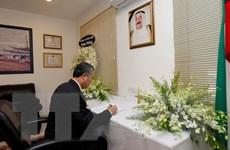 Lãnh đạo Thành phố Hồ Chí minh viếng và viết sổ tang Quốc vương Kuwait